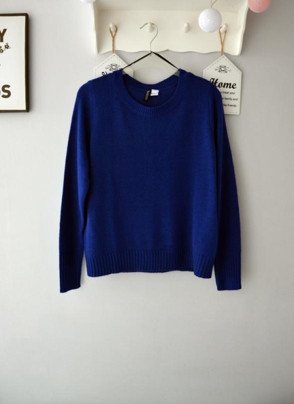 Granatowy sweterek H&M...