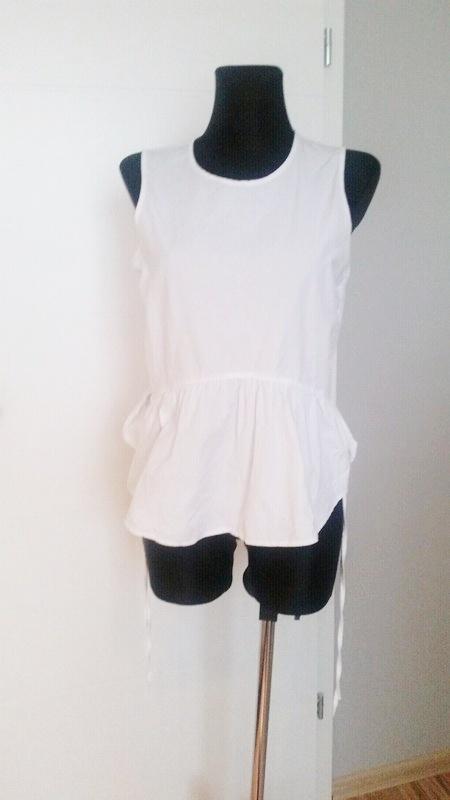 Biała bluzka rozkloszowana z baskinką H&M...