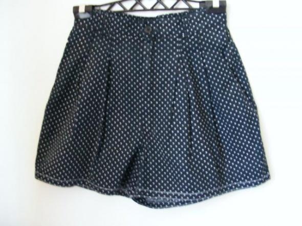Spodenki Spodenki krótkie dżinsowe czarne w groszki R 40