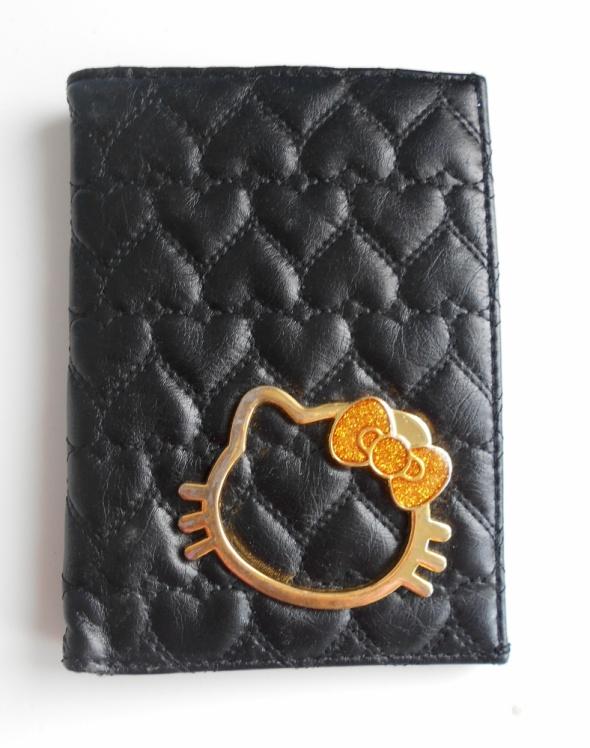 Hello Kitty czarny pikowany portfel kotek...