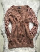 Sweter koronkowe rękawy...
