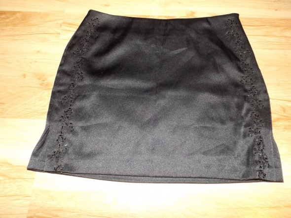 Elegancka czarna mini spódniczka Warehouse...