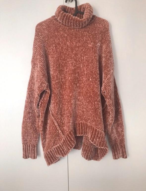 szenilowy sweter z golfem łososiowy prążkowany golf oversize...