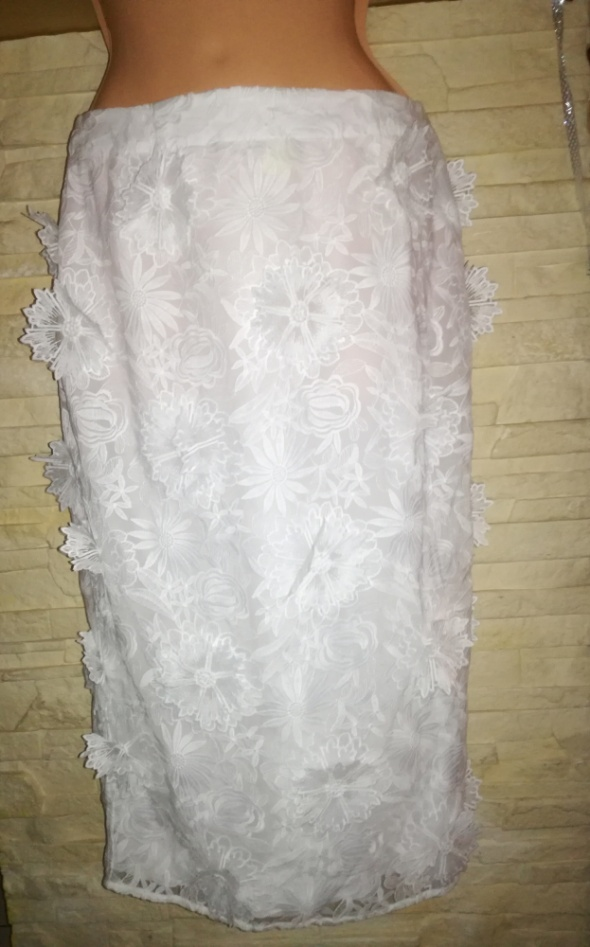 Spódnica 3d haftowana koronkowa 38 kwiaty...