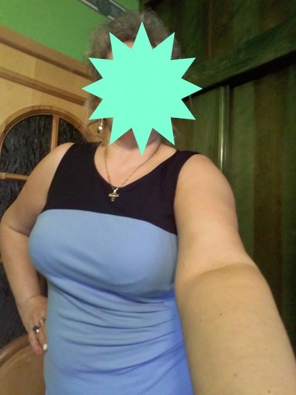 sukienka kolor błękitny rozmiar z metki to 44 46