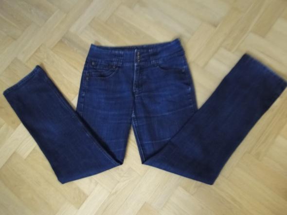 Wyszczuplające markowe jeansy ciemne 40 dla wysokiej...
