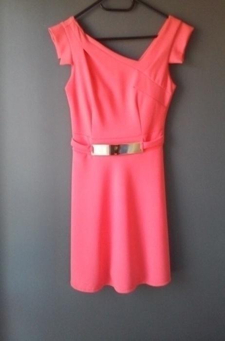 śliczna malinowa sukienka rozkloszowana