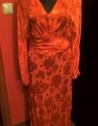 Sukienka w wytłaczany wzór czerwona