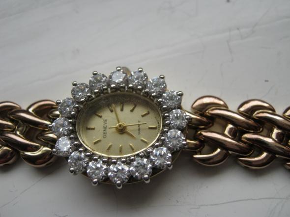 Biżuteryjny zegarek z cyrkoniami