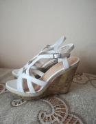 Piękne białe sandałki na lato nowe 39...