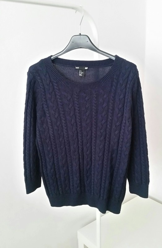 Granatowy sweter H&M warkocz