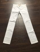 Spodnie białe rurki 34 XS wąskie Bershka