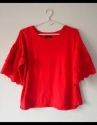 Czerwona bluzka z koronkowymi rękawami...