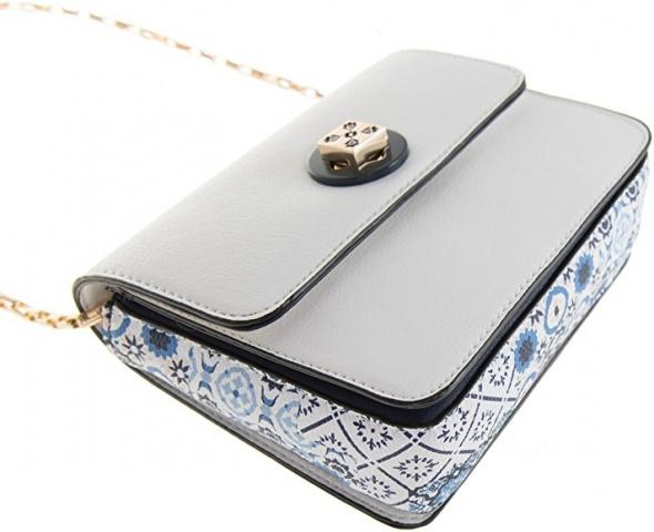 Parfois mała biała torebka listonoszka z niebieskim marokańskim motywem na złotym łańcuszku z edycji limitowanej