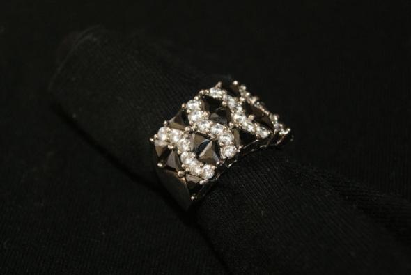 Koktajlowy srebrny pierścionek z cyrkonami