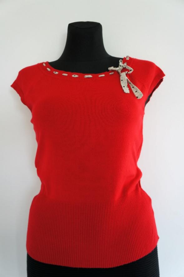 Czerwona dopasowana dzianinowa bluzeczka NEXT...