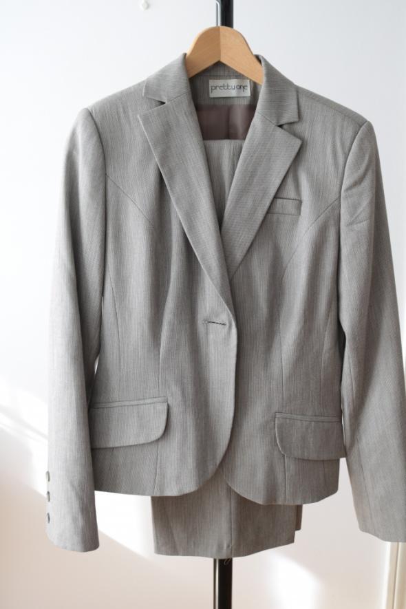 Bardzo kobiecy garnitur rozmiar 40...