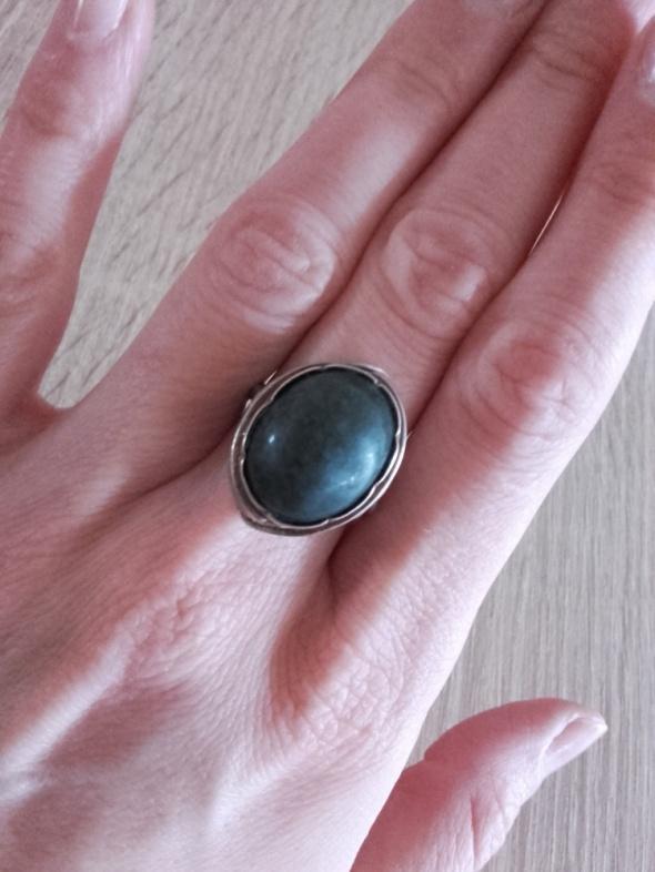 Watmet resowia srebrny pierścionek ażurowy z kamieniem