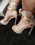 Nowe wiązane sandałki na szpilce...