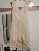 Śliczna beżowa sukienka...