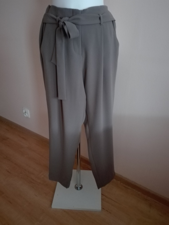 spodnie z wiązaniem...