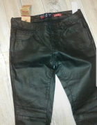 Czarne spodnie woskowane...