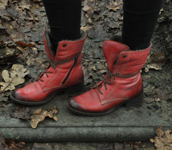czerwone buty ze skóry