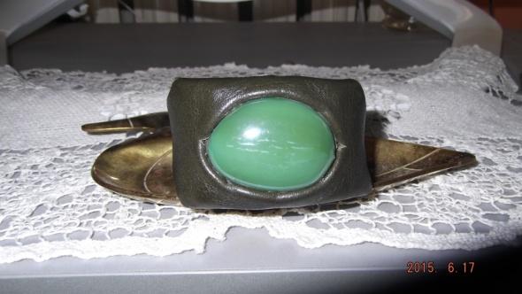 Bransoletki Skórzana bransoletka z wielkim zielonym okiem