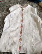 Biała bluzka bez rękawów motyw kwiatowy góralski...