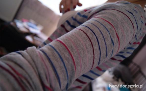 Sweterek w paski Bershka