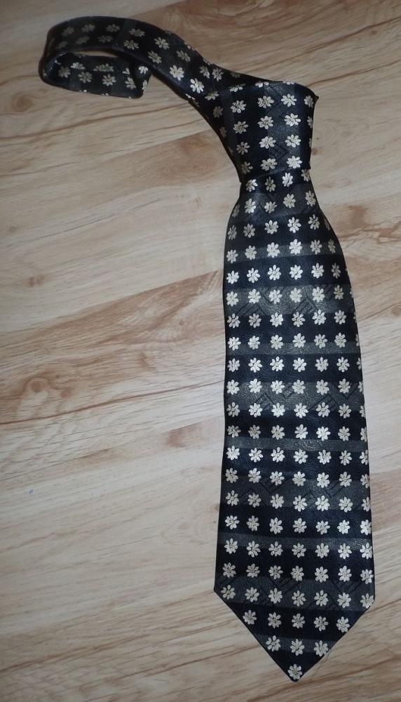 Nowy jedwabny krawat na wyjątkowe okazje