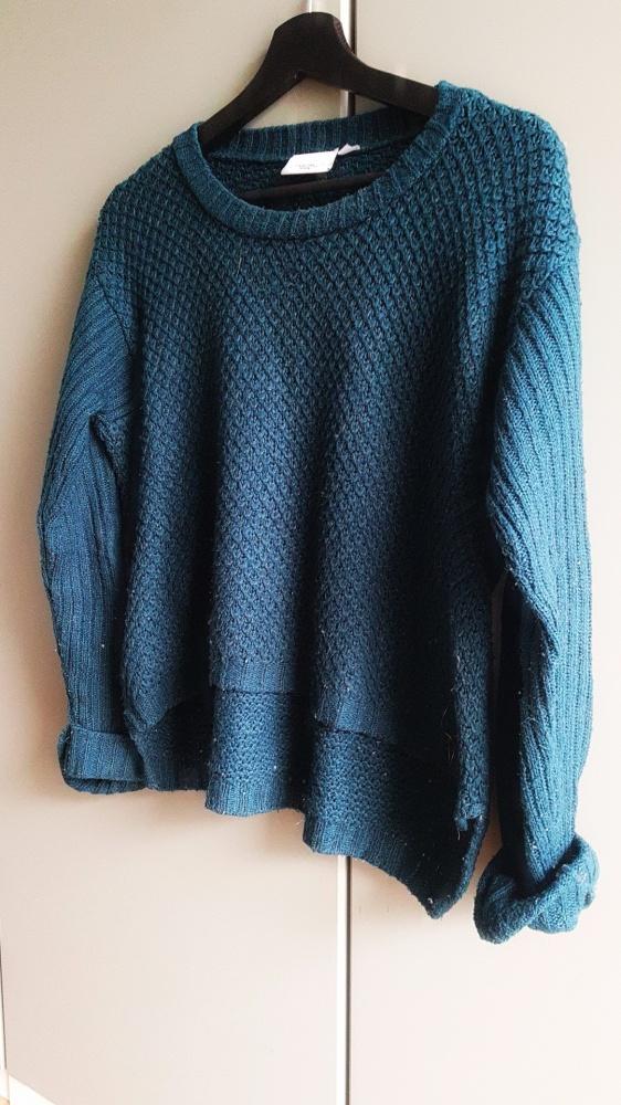 Ciemnozielony sweterek...