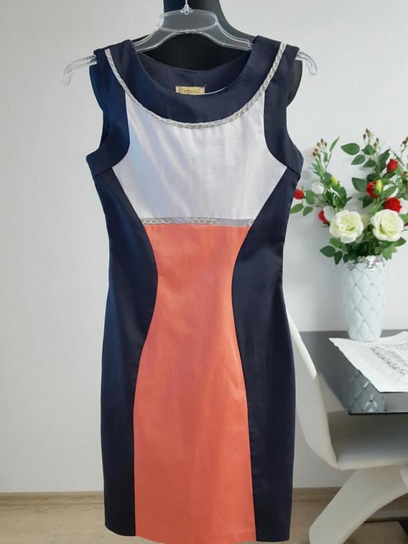 trzykolorowa sukienka z łancuszkami Creatiuity
