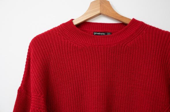 Stradivarius Krótki czerwony sweter oversize...