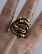 Duży pierścionek Parfois zloty...