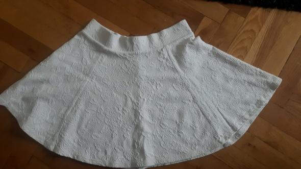 Rozkloszowana spódniczka w motywem