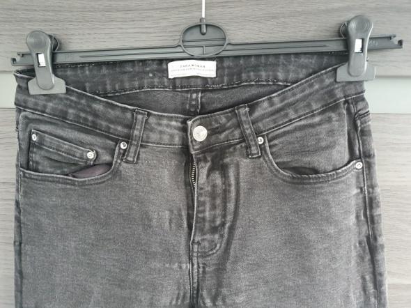 Czarne spodnie rurki ZARA...