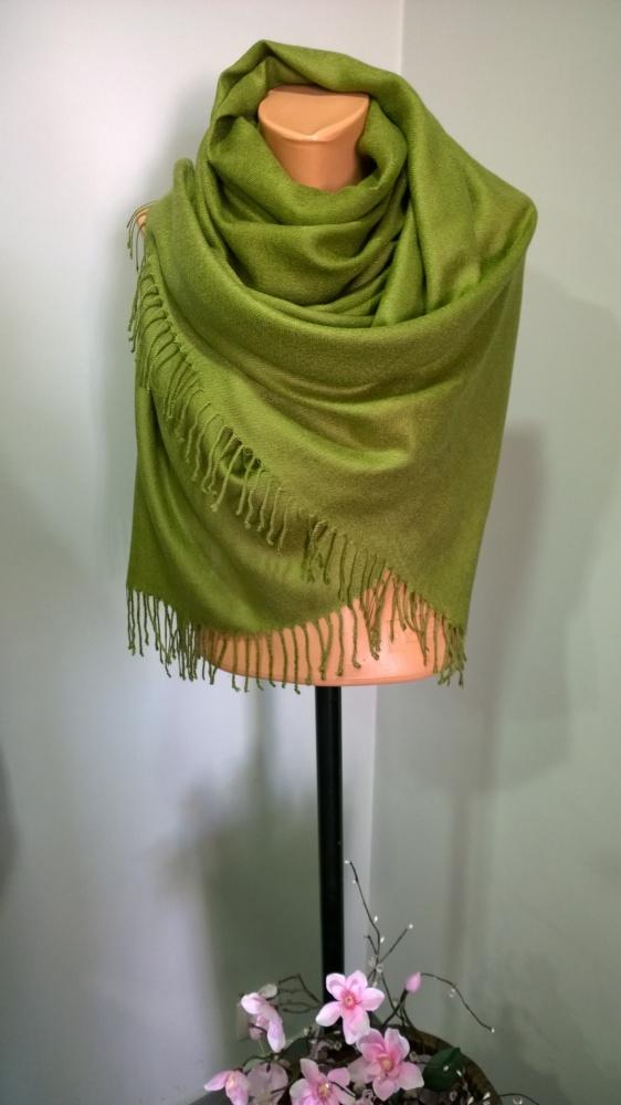 zielony szal szalik