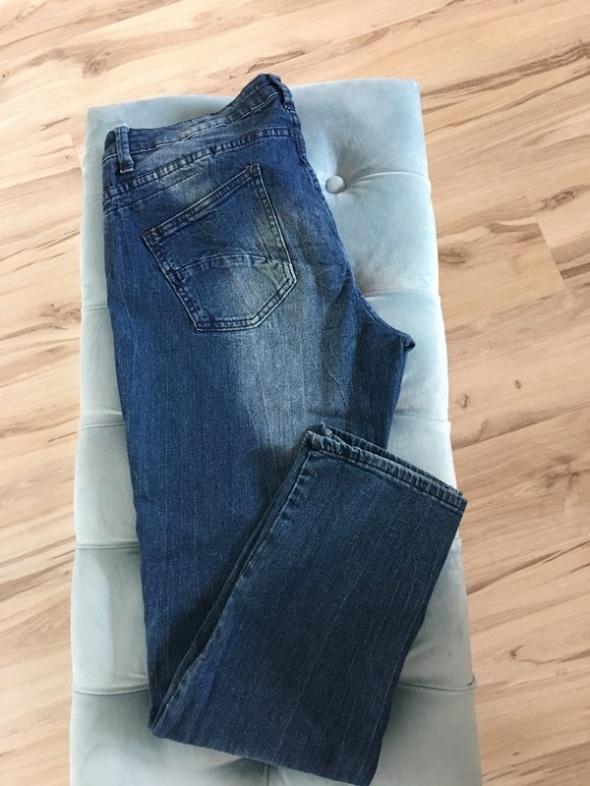 Jeansy z łatami