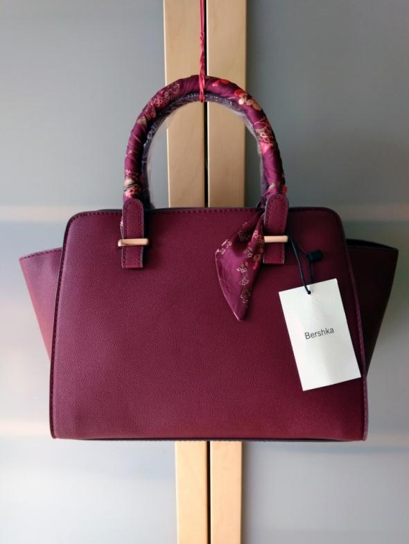 Nowa stylowa bordowa torebka z ozdobną apaszką Bershka