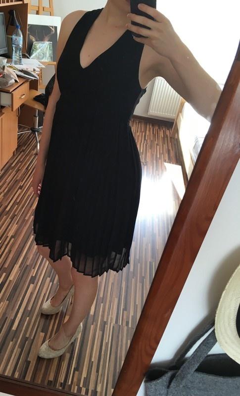 Suknie i sukienki Czarna plisowana sukienka H&M