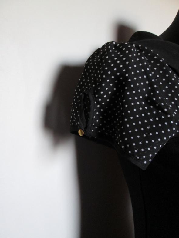 MOHITO śliczna czarna sukienka przeźroczysta wstawka w białe kropki kołnierzyk
