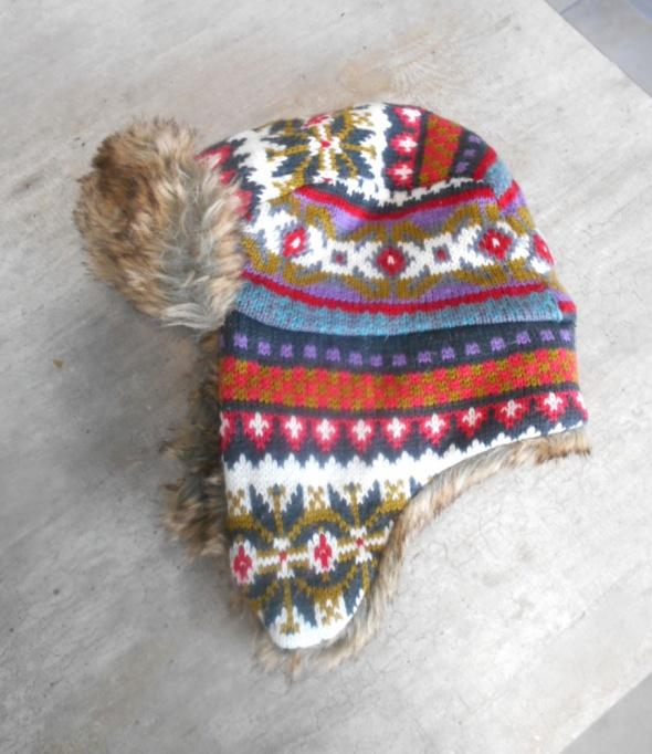 kolorowa czapka pilotka zimowa