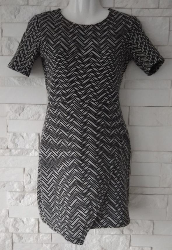Sukienka dzianinowa wzory asymetryczna reserved XS