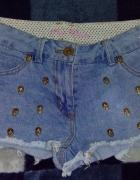Jeansowe spodenkiczachy...