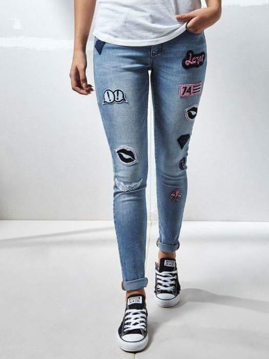 Rurki skinny naszywki jasne jeansy patches House