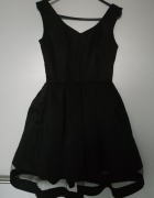 Czarna sukienka z siateczką...