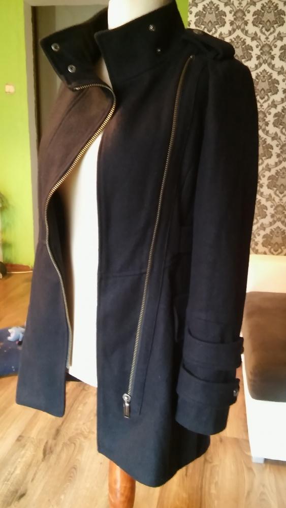 Czarny asymetryczny płaszcz S...