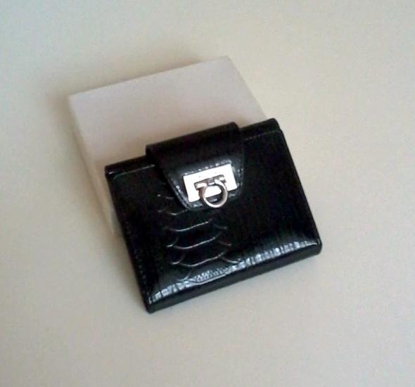 Nowy mały skórzany portfel