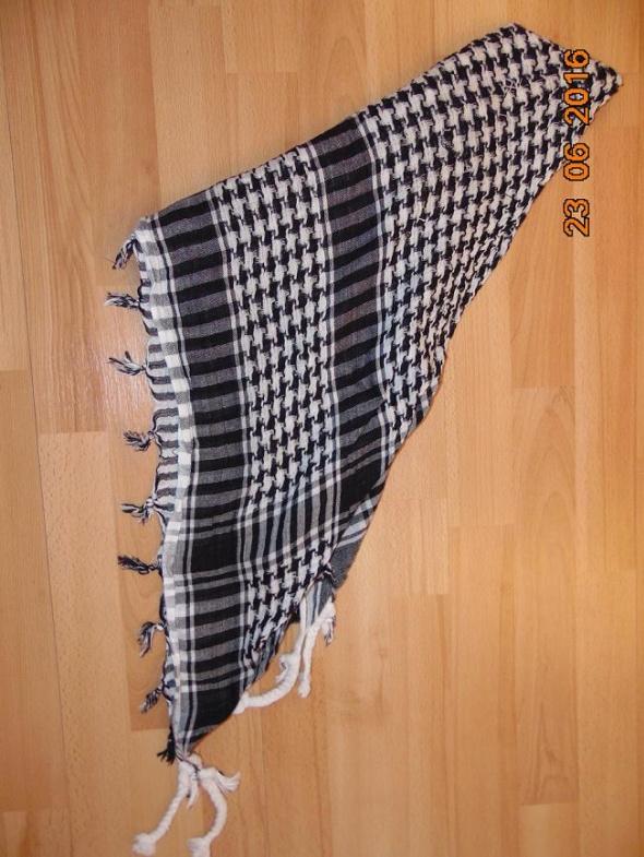 Chusty i apaszki chustka afganka biało czarna gruba